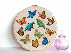 Butterfly Cross Stitch, Butterfly Pattern, Pattern Flower, Embroidery Designs, Hand Embroidery Patterns, Cross Stitching, Cross Stitch Embroidery, Simple Cross Stitch, Easy Cross