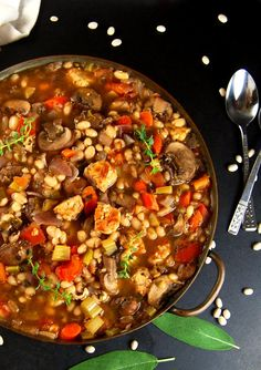A delicious vegan version of the French stew, Cassoulet. This cassoulet is rich with vegetables and beans, fragrant with herbs and very waist-friendly. Whole Food Recipes, Vegan Recipes, Cooking Recipes, Vegetarian French Recipes, Vegetarian Dinners, Vegetarian Cooking, Cooking Ideas, Easy Recipes, Vegan Soups