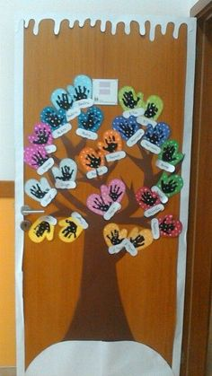 winter Winter door decoration More What Is Difficult Child Behaviour? Kids Crafts, Daycare Crafts, Winter Crafts For Kids, Classroom Crafts, Winter Fun, Winter Theme, Toddler Crafts, School Door Decorations, January Crafts