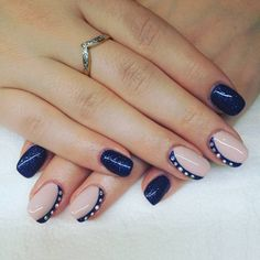 """39 kedvelés, 1 hozzászólás – Lilla Kondor (@kolynails) Instagram-hozzászólása: """"#elegantenails #blueglitter #nude #nudenails #swarovski #swarovskicrystals #crystalnails #crystalac…"""""""