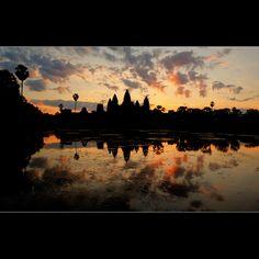 ลอกมุมไว้ก่อน สงกรานต์นี้เจอกัน :) Watching the sunrise over Ankor Wat.