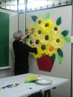 "Slunečnice ""Un fiore per ogni Uno"", ""Van Gogh ve Ay Çiçeği Tablosu"", ""Welcome back bulletin board"""