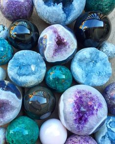 Sending out positive energy to everyone who needs it today. Crystal Magic, Crystal Grid, Minerals And Gemstones, Rocks And Minerals, 4 Elements, Crystal Aesthetic, Beautiful Rocks, Mineral Stone, Crystal Collection