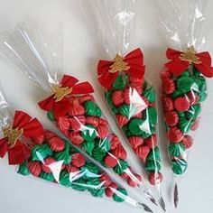 Christmas Cake Pops, Christmas Candy, Christmas Treats, Christmas Cookies, Easy Holiday Desserts, Holiday Snacks, Christmas Desserts, Diy Xmas Gifts, Holiday Gifts