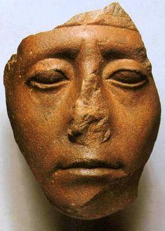 Sesostris III ~ ca. 1850 vC. ~ Quartsiet ~ Hoogte 16,5 cm. ~ Metropolitan Museum of Art, New York (uit de nalatenschap van Edward S. Harkness, 1926)