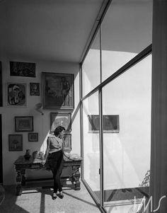 Lina Bo Bardi na Casa de Vidro, 1952. São Paulo - SP. Foto de Chico Albuquerque / acervo IMS.