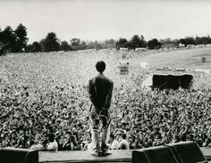 Liam Gallagher and Oasis (also) at Knebworth Park in 1996 Liam Gallagher, Itazura Na Kiss, Banda Oasis, Oasis Live, Liam And Noel, Oasis Band, Concert Crowd, Come Undone, Britpop
