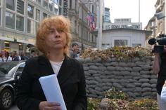 61-letnia dyrektorka Muzeum Muru Berlińskiego oczekuje 8. dziecka Perfume, Fragrance