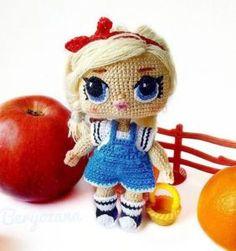 ¡Más sencillo imposible!: Prendas hechas con Grannys | Otakulandia.es Crochet Dolls Free Patterns, Crochet Doll Pattern, Amigurumi Patterns, Doll Patterns, Crochet Shirt, Crochet Gifts, Diy Crochet, Crochet Toys, Doll Toys