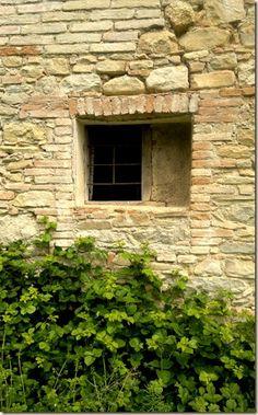 old window  house in Vicoli (Abruzzo, Italy)