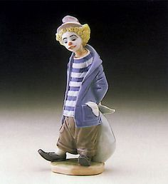 LLADRO - LITTLE TRAVELLER Issue Year: 1986 Retirement Year: 1992 Sculptor: Juan Huerta
