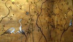 Mural pintado a mano. Fondo con textura papiro con aves y flores exóticas . Se encuentra en el Salón Cugat del Hotel Palace Barcelona.