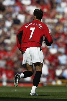 Cristiano Ronaldo of Manchester United makes his debut for his new club during the FA Barclaycard Premiership match between Manchester United and Bolton Wanderers held on August 2003 at Old. Get premium, high resolution news photos at Getty Images Cristiano Ronaldo Young, Cristiano Ronaldo Manchester, Cristiano Ronaldo Wallpapers, Cristiano Ronaldo Juventus, Neymar, Old Trafford, Diy Bike, Cr7 Wallpapers, Saints