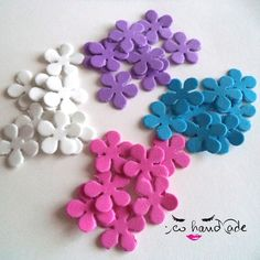 Fiori di gomma di EcoHandMade su Etsy Coloured flowers made out from a rubber sheet.  Perfect to enhance your creative works!  Available in stock of 100 flowers. Dimension about 1cm. Various colours. https://www.facebook.com/EcoHandmade1/