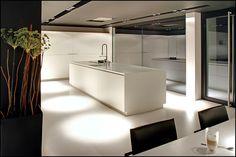 Varenna design keuken met corian blad, ontwerp door Rob Maassen in samenwerking met Binnenuit.