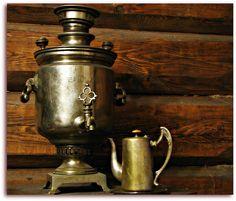 すずらんアパートのサモワール。「二人で飲むお茶はいつでも最高においしいね」samovar for the #Russian  tea tradition