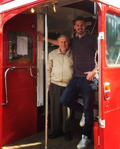 Bus and driver reunite after a long long time! Last week our bus bar (Bar ML2355) was at an event called the East Grinstead Vintage Bus…