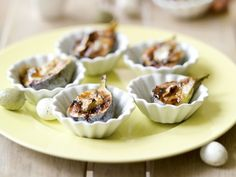 Stuffed figs with camembert and balsamico Wing Recipes, Indian Food Recipes, Fancy Appetizers, Party Sandwiches, Party Finger Foods, Small Meals, Mini Foods, Appetisers, Love Food