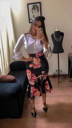 Cute polka dot shirt and long brown skirt Jw Fashion, Trend Fashion, Work Fashion, Modest Fashion, Fashion Outfits, Modest Dresses, Modest Outfits, Classy Outfits, Formal Dresses