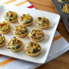 Mini crab, spinach, and mushroom tarts.Would rather make stuffed mushrooms using the stuffing recipe! Yummy Appetizers, Appetizers For Party, Appetizer Recipes, Spinach Tart, Beyond Diet Recipes, Tapas, Quiche, Savory Tart, Savoury Tart Recipes