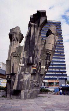 Faueste monument, Halle Riebeckplatz (now demolished)