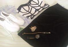 Hoje tem look do dia no cantinho com a trend queridinha do momento, o tênis branco. Passa lá!!! http://jeanecarneiro.com.br/look-pb-com-tenis/ #tenis #tenisbranco #fashion #moda #estilo #style #blogger #fahsionblogger #pretoebranco #cristinabellei #smeijoias #lookdodia #dresslily #trend #tendencia