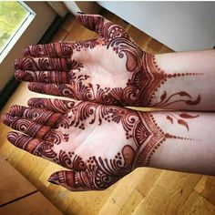 Here are 20 exclusive and beautiful Karva Chauth Mehndi designs. These Mehndi designs depict the beautiful bond that the life partners share Latest Henna Designs, Modern Mehndi Designs, Mehndi Design Pictures, Mehndi Designs For Girls, Wedding Mehndi Designs, Beautiful Mehndi Design, Dulhan Mehndi Designs, Mehandi Designs, Mehndi Images