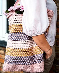 Like the use of colors Diy Crochet And Knitting, Knit Crochet, Crochet Bags, Yarn Projects, Crochet Projects, Knitting Patterns, Crochet Patterns, Crochet Ideas, Knitted Bags