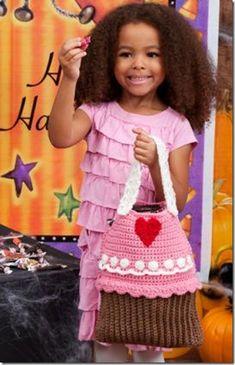 Just the cutest ....Cupcake Bag!!!  a Free Crochet Pattern :: FineCraftGuild.com