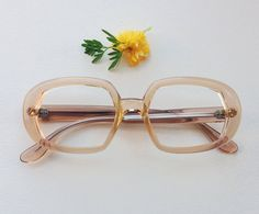Hey, ho trovato questa fantastica inserzione di Etsy su https://www.etsy.com/it/listing/200933771/occhiali-vintage-anni-60-ghiaccio