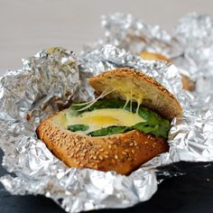 Egg in a bun - easy, quick and delicious. (in German with translator)
