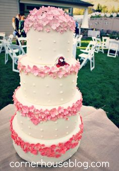 @Jenn L Jenna Hansen Your wedding will be beautiful. Even if you hide a superhero in your cake ^_^ Wedding cakes with hidden spidermen