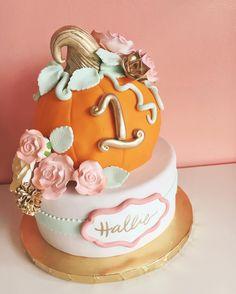 Sweet little pumpkin cake by Pumpkin Birthday Cakes, Fall Birthday Cakes, Girls First Birthday Cake, Pumpkin Patch Birthday, Pumpkin First Birthday, Fall Birthday Parties, Themed Birthday Cakes, Birthday Ideas, Halloween 1st Birthdays