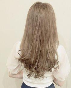 いいね!134件、コメント3件 ― Emu Claret代表 和崎さん(@wasakijunya0912)のInstagramアカウント: 「2017年 SSはブリーチを使わず、気味を抑えた寒色ベージュのハイトーンカラーが流行りそう。 . .  ミディアム#髪色…」