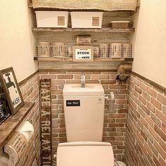女性で、Otherの模様替え/ダイソー/カフェ風を目指して♪/統一感をめざして/壁紙屋本舗さん♡/100均リメイク…などについてのインテリア実例を紹介。「トイレに棚を増やしました♡ 100均焼網みとラブリコ1×4を横向きに使い、ペーパーのストック場所にしました(*ˊૢᵕˋૢ*) 賃貸の極狭トイレ… 収納が増えて嬉しいですᐠ( ᐢ ᵕ ᐢ )ᐟ」(この写真は 2017-09-06 20:38:25 に共有されました)