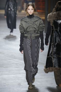 http://www.vogue.com/fashion-shows/fall-2017-ready-to-wear/diesel-black-gold/slideshow/collection
