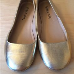 Wild diva gold flats Wild diva brand  gold flats, brand new without tags or box. Fits same as soda flats. Size 6 Wild Diva Shoes Flats & Loafers