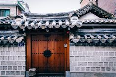 https://flic.kr/p/hb5qTr | Hanok Door | Bukchon Hanok Village, Seoul, Korea. September 2013. Canon 6D.  Follow me on: Twitter |  Tumblr | Facebook  Getty Images  Buy Select Prints