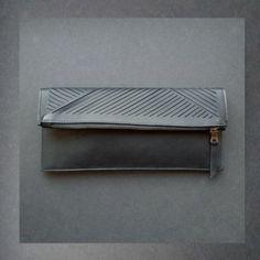 "cut out flat clutch by lara kazis Newniq | ""Lines"" Clutch aus Nappa Leder | Neues Design durch euch!"