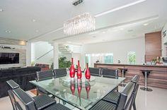 Modern dining room by Patrícia Azoni Arquitetura + Arte