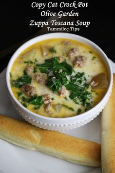 Crock Pot Copy Cat Olive Garden Zuppa Toscana Soup Recipe! This slow cooker soup recipe is so good! The perfect copy cat olive garden recipe!