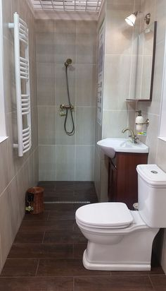 Cum sa amenajezi o baie mica cu un buget prestabilit - DesignBaie. Small Space Bathroom, Small Spaces, Wardrobe Room, Design Case, Toilet, Interior Design, Bathrooms, House Ideas, Home Decor