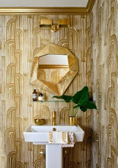 Powder Room Wallpaper Ideas To Makeover Small Bathroom Gold Bathroom, Bathroom Fixtures, Bathroom Interior, Modern Bathroom, Bathroom Lighting, Mirror Bathroom, Design Bathroom, Washroom, Bathroom Cabinets