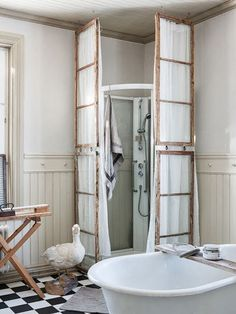 Use Old Window Frames To Support Shower Curtains Anna Truelsen Interior Designer Recycling In
