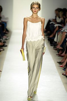 Carolina Herrera Spring 2004 Ready-to-Wear Fashion Show - Hana Soukupova, Carolina Herrera Look Fashion, Runway Fashion, High Fashion, Fashion Beauty, Fashion Show, Fashion Design, Street Fashion, Looks Style, Style Me