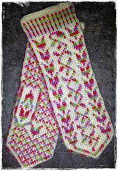 På pinnene, og ellers i hverdagen....: Votter Fingerless Mittens, Knit Mittens, Knitted Gloves, Knitting Socks, Wrist Warmers, Fair Isle Knitting, Knitting Accessories, Knit Crochet, Knitting Patterns