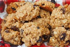 Two-ingredient banana oat cookies Healthy Cookies, Healthy Sweets, Healthy Baking, Healthy Snacks, Vegan Oatmeal Raisin Cookies, Banana Oat Cookies, Breakfast Snacks, Happy Foods, Sugar Cravings