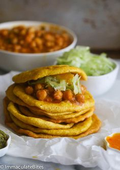 Doubles (curry chickpeas and spicy flat bread) Entree Recipes, Raw Food Recipes, Vegetarian Recipes, Cooking Recipes, Chickpea Recipes, Veggie Recipes, Carribean Food, Caribbean Recipes, Healthy Protein Snacks