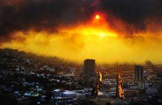 Vista general de Valparaíso, a 110 kilómetros al oeste de Santiago de Chile, durante un incendio iniciado el 12 de abril de 2014 y tras el cual l...