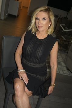 Ramona Singer Chops 8 Inches Off Her Hair for New Shorter 'Do: 'I Feel Really Hot' Square Face Hairstyles, Face Shape Hairstyles, Easy Hairstyles For Medium Hair, Medium Hair Cuts, Trendy Hairstyles, Medium Hair Styles, Peach Hair Colors, Edgy Pixie Cuts, Ramona Singer